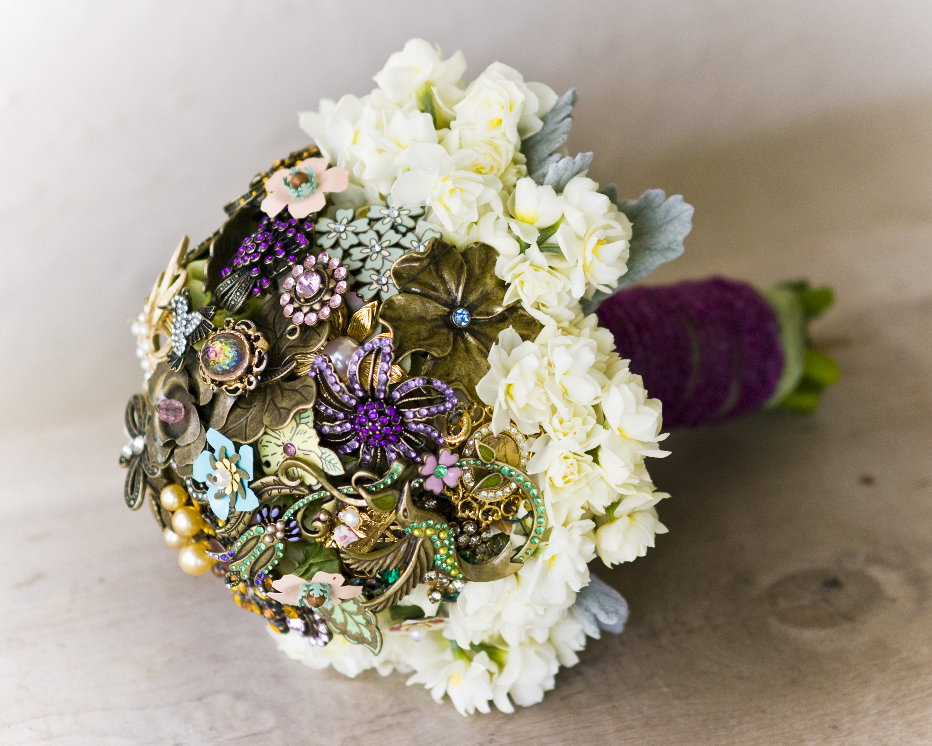 541f9814f5feb623699d9a58_Bridal-Brooch-Bouquet-7-flourishdesigns.jpg
